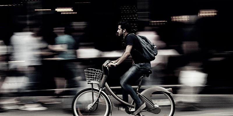 Fahrräder, Pedelecs und E-Bikes im Straßenverkehr: Ungeahntes Haftungsrisiko?!